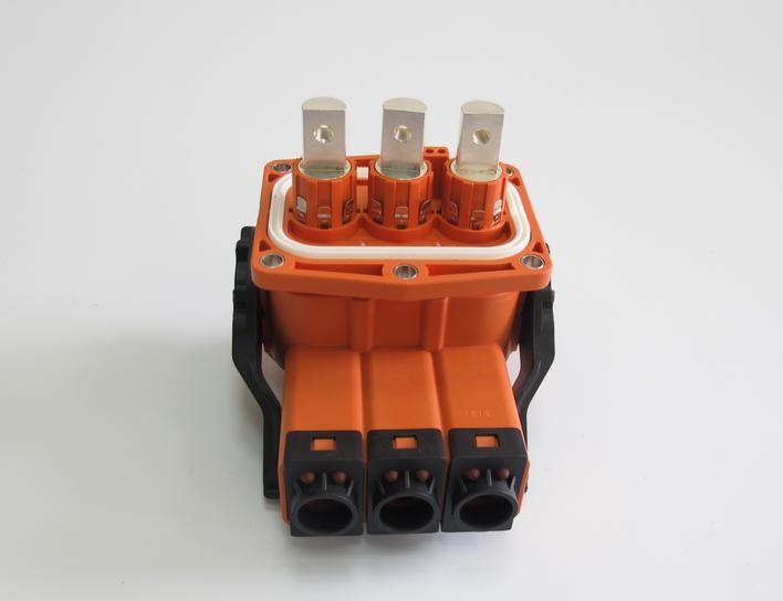 新能源三孔充电连接器